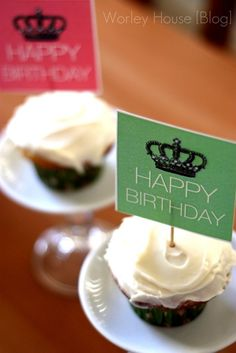happy birthday cupcakes with @tomkatstudio free printables