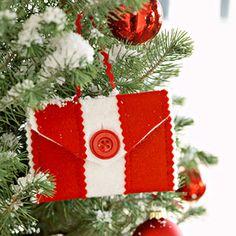 Rickrack Hanging Gift Card Holder: An Easy Christmas Gift Wrap