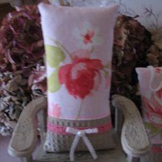 Coussin de porte sachet de lavande roses sur fond rose n°2