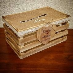 In season this beautiful crate will go perfectly for all those who marry with a country theme …. Wedding Post Box, Card Box Wedding, Wedding Ideas, Mauve Wedding, Chic Wedding, Got Married, Crates, Wedding Decorations, Decorative Boxes