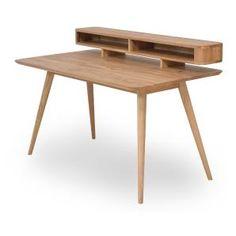 So macht die Arbeit Spaß! Dieser Schreibtisch aus massiver Eiche vereint natürliches, skandinavisches Design mit Retro-Einflüssen.
