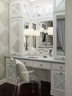 nice big makeup vanity! Would love to have in our next home :)