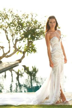 Jodi Gordon's sexy wedding dress. Reminds me of Rebecca Twigley's stunner. Both extremely feminine and flattering.