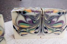 Learn how to create a your own beautiful butterfly swirl soap. Watch the video and follow the simple, step-by-step instructions.