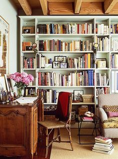 I LOVE this home office space! Discover 6 Ideas for Creating a Petite Home Office Home Library Design, House Design, Library Ideas, Cozy Library, Home Library Decor, Library Inspiration, Bookcase Styling, Love Home, Home And Deco