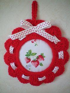 Cadre crochet - fraise de Escrapbouillette's boutique sur DaWanda.com