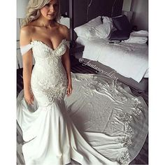 How breathtaking is this gorgeous bride wearing this beautiful gown by @georgeelsissa tag your girls who'd LOVE this!
