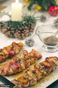 Brochetas de pollo, bacon y calabaza a la miel y mostaza: http://www.cocina.es/blogs/oletusfogones/2013/12/26/empanada-de-mariscos/ Geniales!