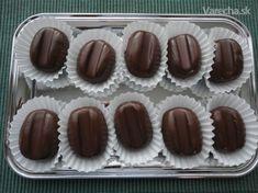 Kávové zrná (fotopostup) - recept | Varecha.sk Czech Recipes, Russian Recipes, Xmas Cookies, Healthy Cookies, Biscuit Recipe, Love Cake, Sweet Desserts, Chocolate, Desert Recipes