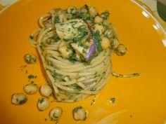 Pasta estiva, spaghetti integrali con pesto di rucola, ceci e melanzane