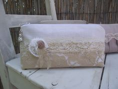 beige lace beauty case