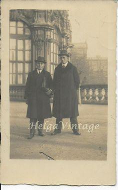 Vintage sepia photo with gentlemen in coat, hat, architecture cca. Old Photos, Vintage Photos, Bathing Beauties, Senior Photos, Pretty Woman, 1920s, Gentleman, Architecture, Hats