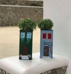 Diy Concrete Planters, Diy Planters, Planting Succulents, Planting Flowers, Wrought Iron Wall Decor, Iron Decor, Purple Plants, Apartment Balcony Decorating, Mediterranean Garden