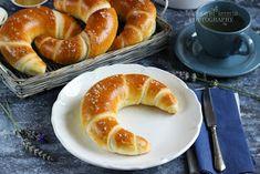 ...konyhán innen - kerten túl...: Vajas kifli Bread Dough Recipe, Hungarian Recipes, Cake Cookies, Bagel, Doughnut, Hamburger, Sausage, Clean Eating, Food And Drink