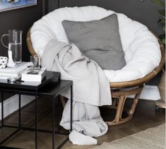 A large, round armchair in a papasan model with a cosy cushion to sink into. The frame is made of rattan and is made of two pieces - a lower conical part and a bowl-shaped part placed on top, which allows you to adjust the seat. Rattan is a lovely organic Rattan, Small Balcony Decor, Interior Styling, Interior Design, Room Goals, Rocking Chair, Living Room Designs, Bean Bag Chair, Kids Bedroom