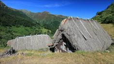 Braña de La Pornacal - Braña de La Pornacal teitos (stone huts with thatched roofs) - Somiedo Natural Park - Asturias - Spain