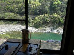 窓から見える清らかな吉野川が自慢