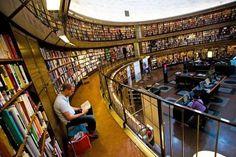 Biblioteca pubblica di Stoccolma, Svezia. www.sulromanzo.it/blog/le-piu-belle-librerie-e-biblioteche-del-mondo-72