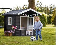 Saml ungerne og lad dem lege i deres eget lille legehus fra PLUS.