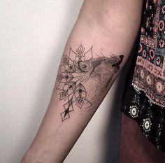 Daniel Matsumoto usa geometria, pontilhismo e muitos traços finos na pele                                                                                                                                                                                 Mais