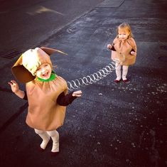 30 Matching Siblings Halloween Costumes which are the cutest costumes of the year - Hike n Dip - - This Halloween, get matching costumes for your kids. Take inspo from these adorable Siblings Halloween Costumes ideas perfect for Brothers & Sisters. Brother Halloween Costumes, Matching Halloween Costumes, Cute Costumes, Easy Halloween, Twin Costumes, Costumes For Siblings, Halloween Stuff, Babies In Costumes, Brother Sister Costumes