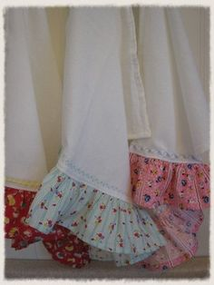 Ruffled Hand Towel Set by anniegaprons on Etsy