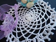 Little crochet wedding favour doily. Pattern available at www.leideedisusy.wordpress.com