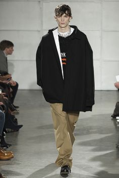 See the complete Raf Simons Fall 2017 Menswear collection.