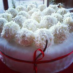 Mellymaks: Almond and coconut balls - Ferrero Raffaello style!