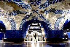 Metrostations in Stockholm: futuristische grotten - http://on-msn.com/PoHZnM