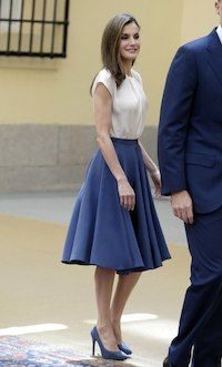 16 June 2017 - Queen Letizia and King Felipe meet with the members of FPA Royal Fashion, 1950s Fashion, Urban Fashion, Skirt Outfits, Dress Skirt, Estilo Real, Royal Clothing, Women's Clothing, Ladylike Style