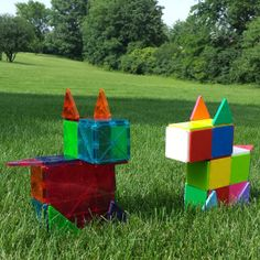 Build a replica of the Magna-Tiles Dog or challenge Magna-Tects to make their own design!