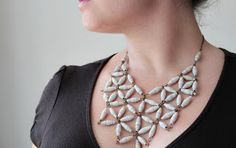 Necklace made of paper by Eleanne Zdrop - free pattern - gratis patroon  #papier