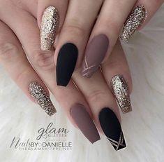 Black Coffin Nails, Matte Black Nails, Nail Black, Black Glitter, Stiletto Nails, Matte Gold, Stiletto Nail Designs, Black Gold, Matte Nails Glitter