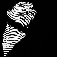 light and shadow photography Op Art, Light And Shadow Photography, Art Photography, Monochrome Photography, Sketch Manga, Shadow Silhouette, Black Shadow, Shadow Play, Chiaroscuro