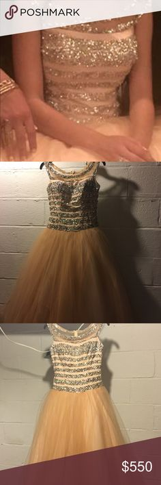 Peach engagement dress with silver squint prom or engagement dress size 2 very elegant and fancy macduggal Dresses Prom