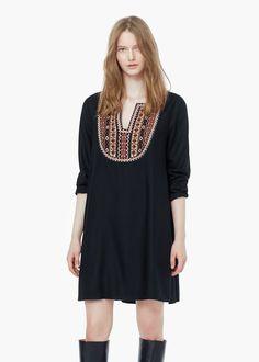 Sukienka haftowana wstawka   MANGO