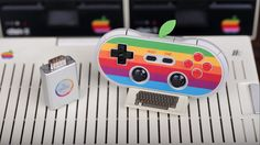 The AP40 is a Bluetooth controller inspired by Apple's original retro logo. It is compatible with iOS / Android, PC, Mac and more.