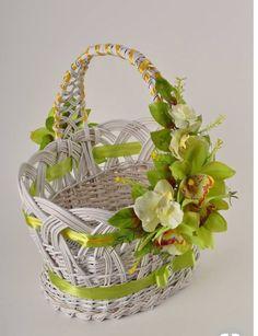 49 Ideas For Fruit Basket Gift Girls Flower Bowl, Flower Girl Basket, Easter Wreaths, Holiday Wreaths, Easter Baskets, Gift Baskets, Edible Bouquets, Newspaper Basket, Creative Gift Wrapping