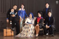 Families are like branches on a tree, We grow in different directions yet our roots remain as one. . . Location Alvin Photography Studio Photopgraph by @antoniabdoe  Check our website for the other photos at www.alvinphotography.co.id  #preweddingjogja #preweddingsemarang #jogjaweddingphotographer #semarangweddingphotographer #familyphotography #familystudio #familyphoto #photofamily #theweddingscope #indonesiawpg #junebugweddings #alvinphotography #prewedding #asianprewedding