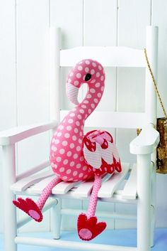 These Free Stuffed Animal Patterns to Stitch Up a New Friend for Your Little One Cute Stuffed Flamingo - Link to fab post with lots of free toy patterns to make Stuffed Flamingo - Link to fab post with lots of free toy patterns to make Sewing Toys, Baby Sewing, Sewing Crafts, Sewing Projects, Sewing Patterns Free, Free Sewing, Doll Patterns, Free Pattern, Softie Pattern