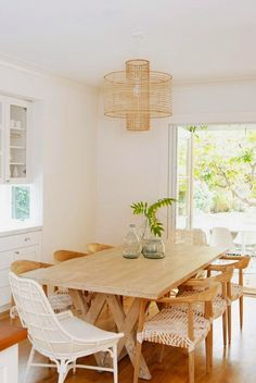 The white dining table is the ultimate dining table that is best for your dining room. This dining . House Design, White Dining Table, Interior, Dining, Home Decor, Dining Room Decor, Dining Room Inspiration, Trending Decor, Eclectic Dining Room