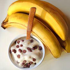 Sorvete bem simples de fazer e com mil variações. Basta acrescentar outras frutas, cacau ou chocolate na mistura ;)