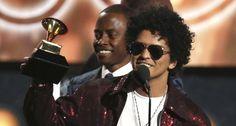 """Nora Quintanilla Nueva York.- Bruno Mars hizo esa """"magia de 24 quilates"""" que da nombre a su último álbum y arrasó en el regreso de los Grammy a Nueva York, donde levantó los seis gramófonos a los que aspiraba mientras que el favorito, Jay-Z, se fue de vacío. Mars, que tiene algo de ..."""