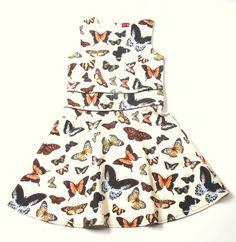 butterfly dress : elk meisje wil er zo wel eentje hebben, super mooi katoenen kleedje in gebroken wit met vlinders, mooi afgewerkt met paspel ritssluiting op de rug