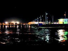 De pontjesbrug in Willemstad Curacao bij nacht.