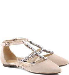 Cristais são para as powerful womans! Já pensou tirar do básico as suas sapatilhas?  Então vá de cristals straps que se prendem com muito charme ao anklet, usado para o fechamento.