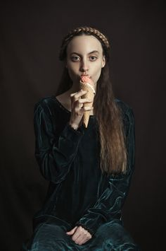 Argentinian painter Romina Ressia took the classic renaissance portrait style and added a little modern twist to it Contemporary Photography, Artistic Photography, Photography Photos, Fine Art Photography, Landscape Photography, Fashion Photography, Contemporary Landscape, Photo Portrait, Photo Art