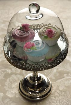 """This is soo cute.  I want this :D    Glass Dome Silver Plated 13.5""""  Desert Stand $31  (8"""" wide)"""
