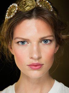 D&G spring 2014 hair detals and makeup